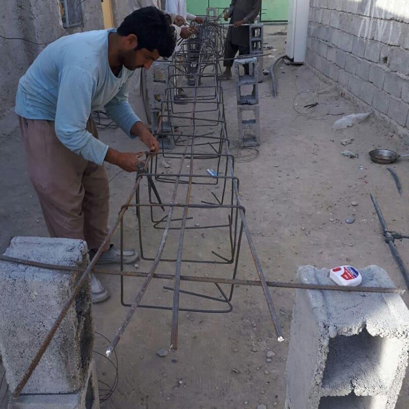 آرماتوربندی و آماده سازی برای بتن ریزی شالوده سازه یک طبقه